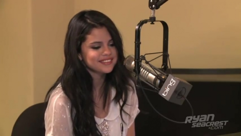 Selena Gomezs Kiss Cam Confession ¦ Interview ¦ On Air With Ryan Seacrest