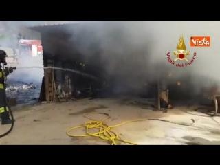 Italie - Pérouse, une ferme en feu : l'intervention des pompiers