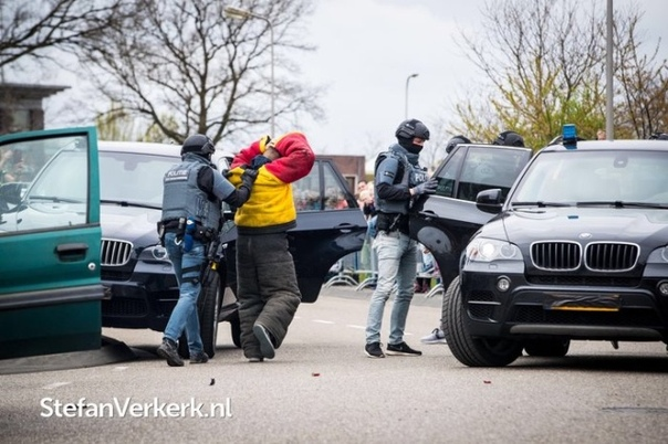 Сотрудники голландского спецподразделения DSI Мы уже давно привыкли, что сотрудники спецподразделений носят одинаковую форму и абсолютно ничем не отличаются друг от друга. Но вот в Голландии,