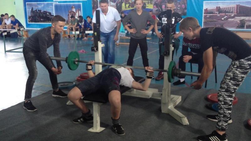 Попова Юля 2007 гр. Вес кат до 57 кг. Жим 47.5 кг!