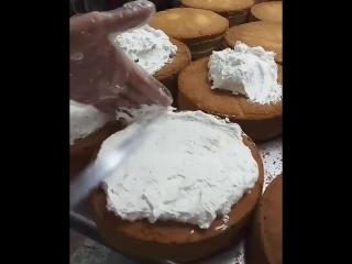 Как надо быстро делать торты:)