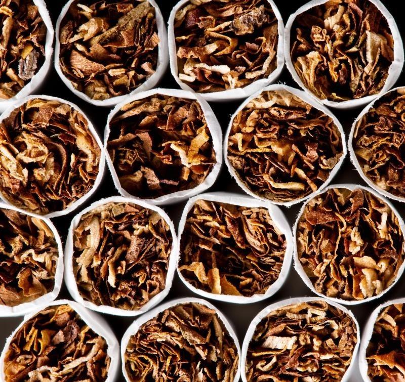 Отказ от курения может помочь человеку избежать пятен на зубах.