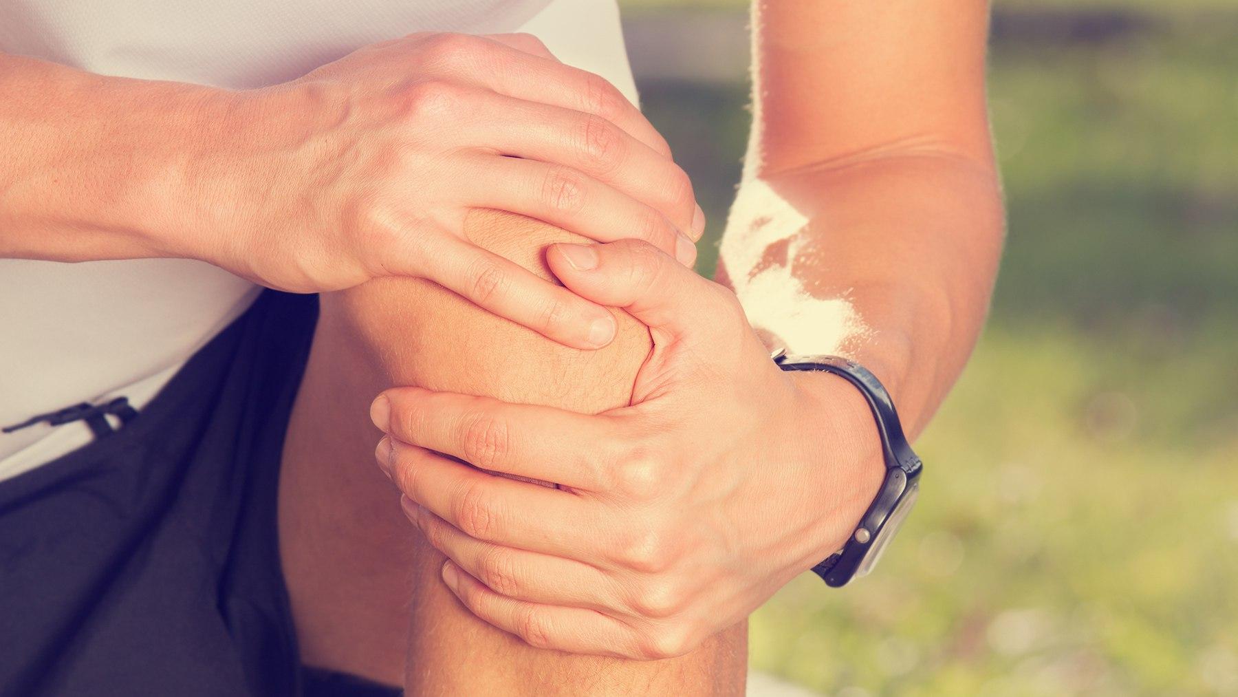 Продвинутые стадии артрита могут затруднить человеку стоять, ходить или жить самостоятельно.