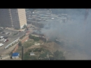 Тушат пожар на базе макулатуры
