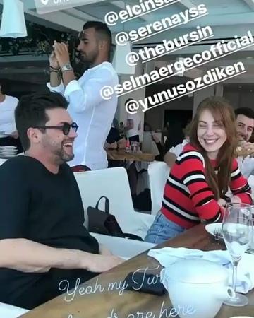 """Magazin Mahallesi on Instagram: """"✒Mykonos'ta tatil keyfi! ✔Kerem Bürsin, Serenay Sarıkaya, Elçin Sangu, Yunus Özdiken ve Selma Ergeç birlikte Mykon..."""