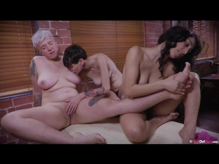 Charlee, peachy & violet russo [amateur, lesbians, hairy, fingering, oral, ass lick, 1080p]