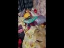 Никита кидает котишку на кровать