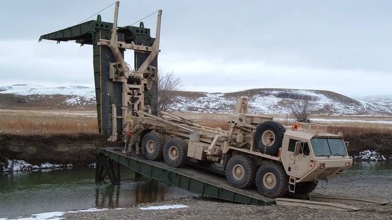Тяжелый Механизированный Мост ТММ-6 наводит переправу