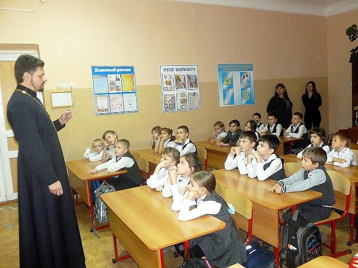 Беседы с учащимися начальных классов  о Рождестве Христовом в Крымске