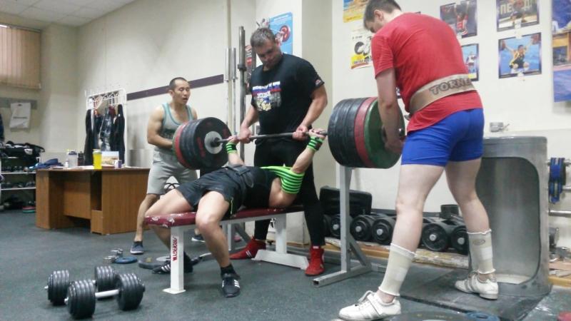 Жим в слинге 240 кг * 1 раз