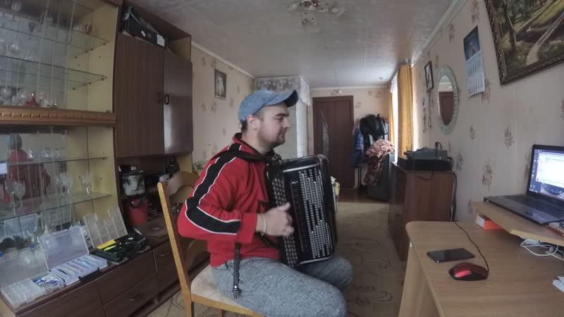Девчонки полюбили не меня))