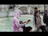 Джастин и Хейли возле Букингемского дворца в Лондоне (18 сентября)
