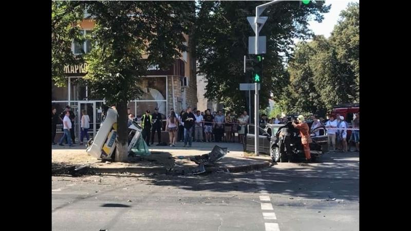 Orjeunesse .mp4 ДТП с КОПАМИ в Сумах. Зайцева по Сумски ,полиция снесла людей на пешеходном переходе.