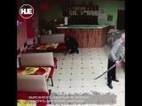 В Татарстане мужчина бросился на знакомого с лопатой за отказ в помощи