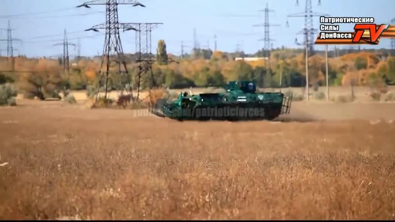 V Ополченцы тестируют трофейный БТР 4 Октябрь