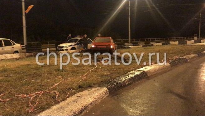 пьяный водитель на чужом автомобиле вылетел с моста