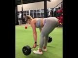 Whitney Simmons - суперсет румынская мертвая тяга и катания мяча
