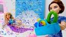 El jacuzzi para Barbie. Muñecas en español. Vídeos para niñas.
