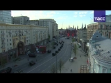 Военная техника направляется на Красную площадь на парад Победы.