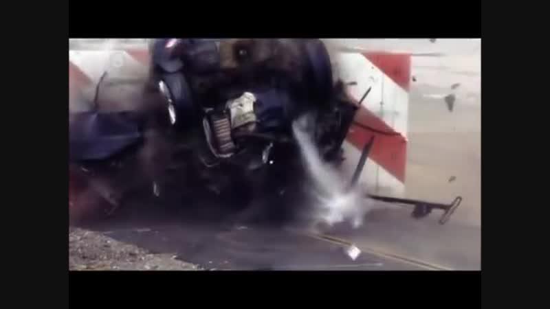 Crash Test Ford Focus 120 mph (190 km_h) (1)