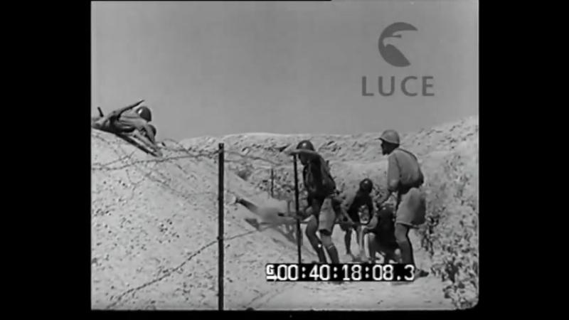Battaglia di El Alamein soldati italiani attaccano il nemico (1942)