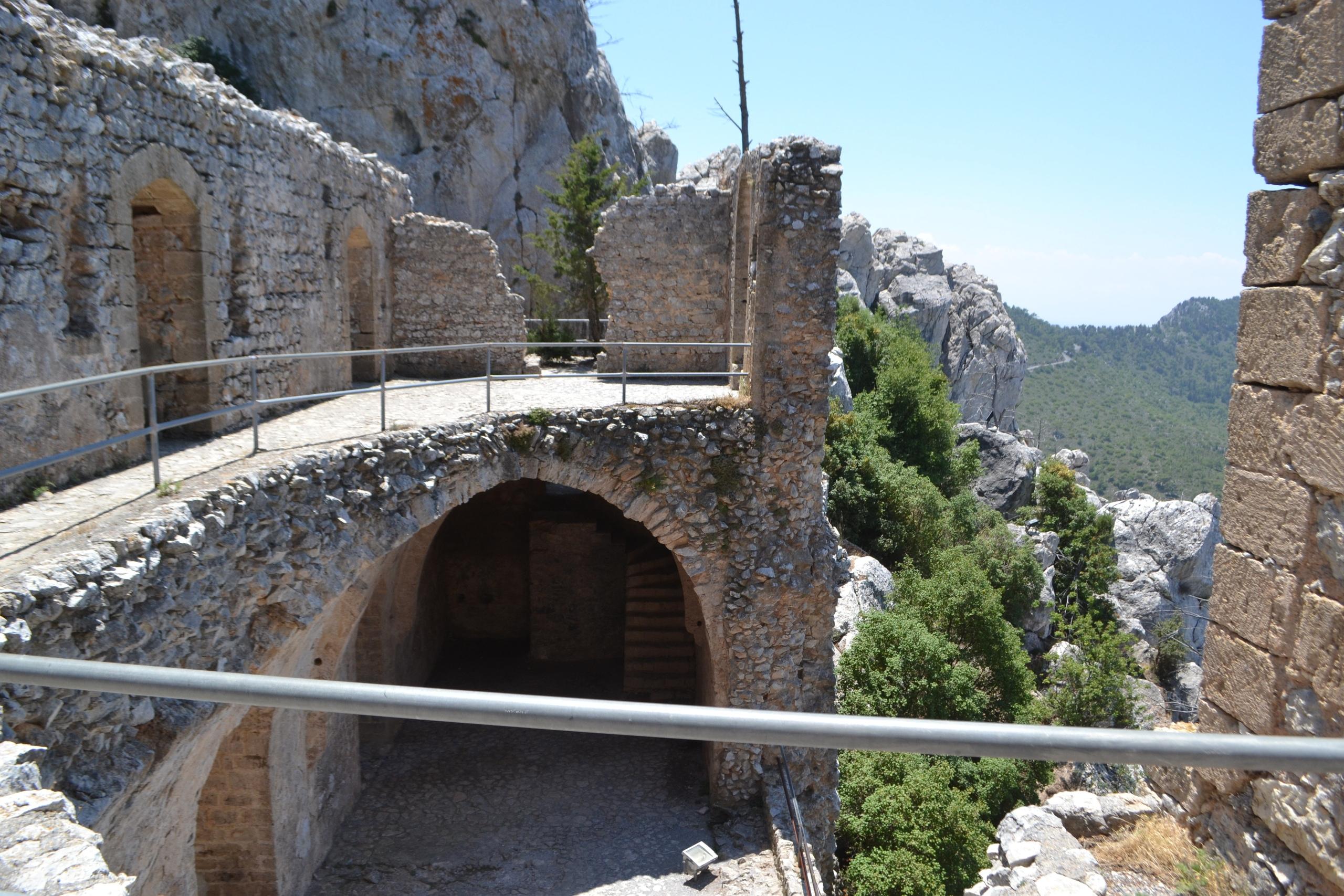 Северный Кипр. Замок Святого Иллариона. (фото). - Страница 3 O84qVCv3ZCU