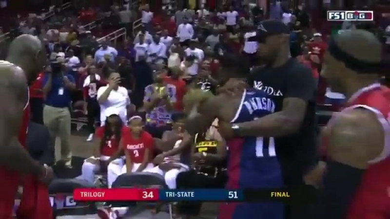 Nate Robinson wins it for TriState, then tries to steal Rashad McCants mask afterwards - - Via @clippittv