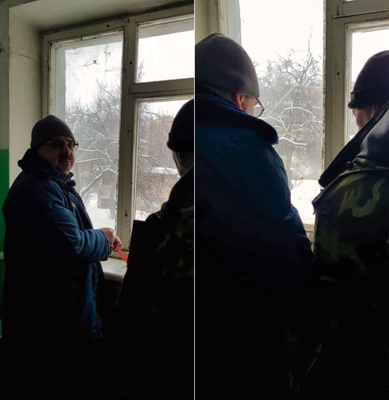 Заменили разбитое окно в седьмом подъезде в Северном, 16