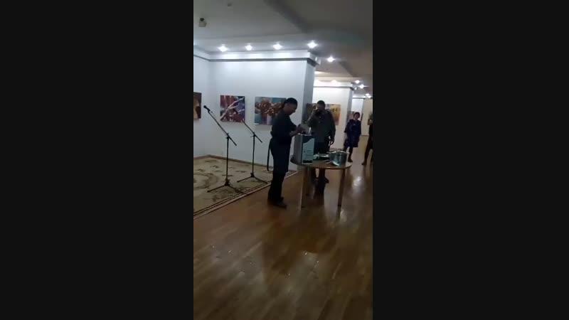 перфоманс художника Оразбаева