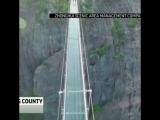 В Китае открыли самый длинный и самый высокий стеклянный мост с эффектом