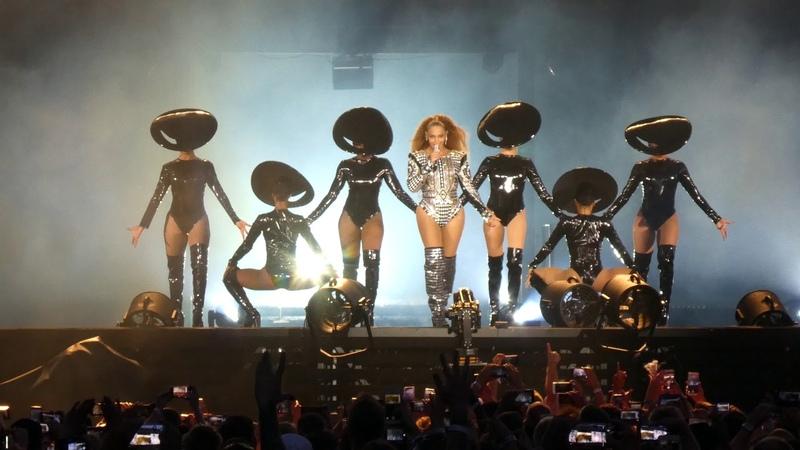 Jay Z Beyoncé - Niggas In Paris Beach Is Better Formation - Live @ Rheinenergiestadion Cologne