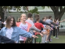 Выборгские школьники делали зарядку под присмотром сотрудника полиции