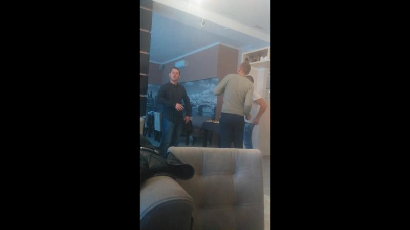 Iванко мiй зажигаэ)) Типер бачу Сашик 100% танцор вiд Тата))