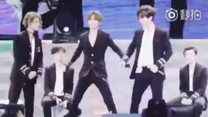 Justin teaching chengcheng how to dance to Its ok