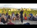 Bailador de flamenco con La Alhambra de fondo - Granada, España