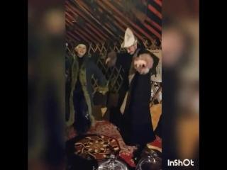 Танцы в юрте