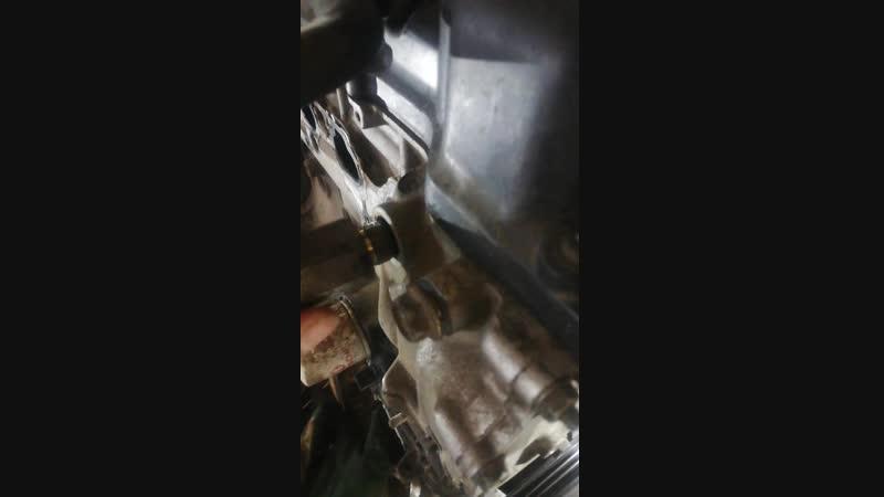 Чистка сеточки клапана vvt i Nissan bluebird sylphy 2003 1 8