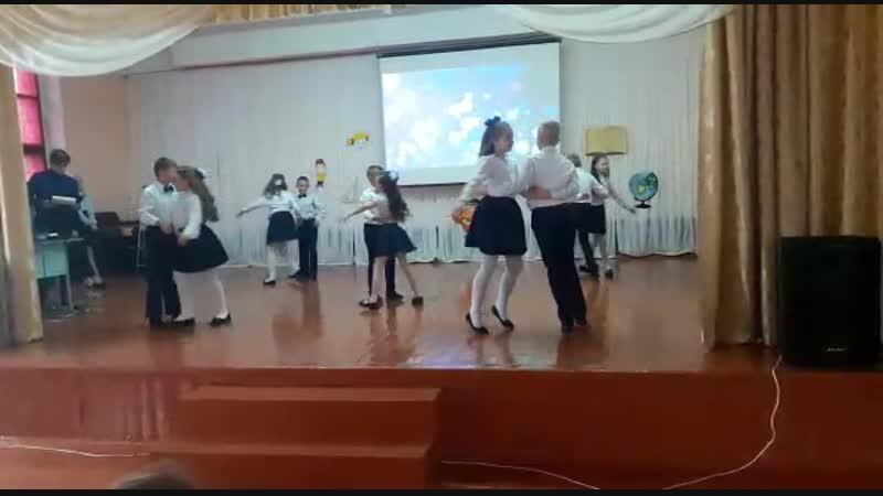 Кадеты танцуют вальс к Дню Учителя