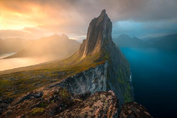 «Двойственность» Остров Сенья в Норвегии не самый известный в стране, но его популярность быстро растет. По сути это одна гора, которая в значительной степени ответственна за эту славу.