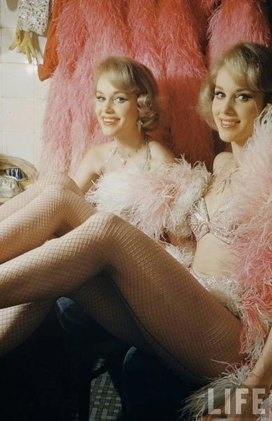 Танцовщицы Элис и Эллен Кесслер в Париже (1958 год)