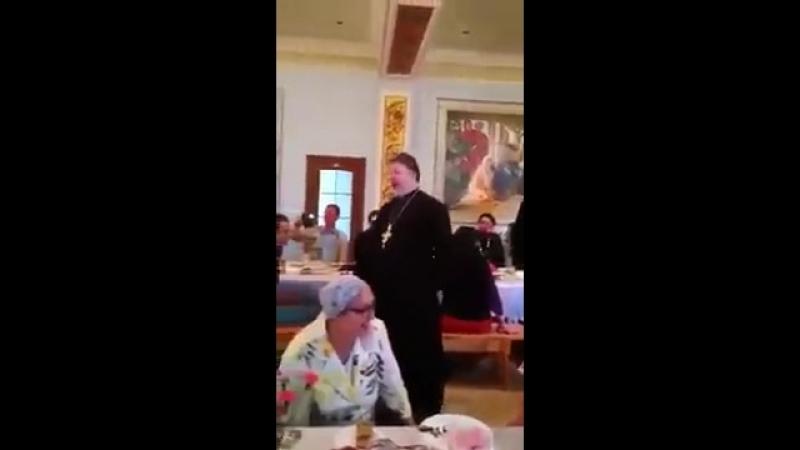 Спевшего Мурку священника отстранили от службы в московском храме