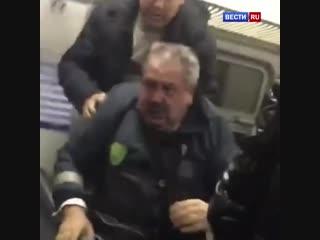 Контролеры подрались с пассажирами в подмосковной электричке
