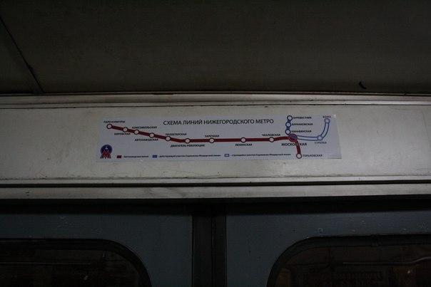 Схема метро только над левыми дверьми, только линейная схема. Есть ещё в некоторых вагонах огромная «большая» схема, но я её почти не видел и не сфоткал.  1—5 января 2018
