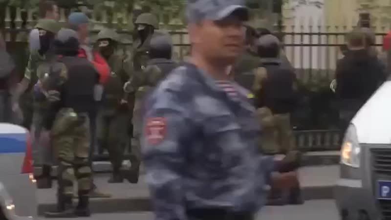 Шокирующее видео избиения людей властью на митинге Навального против пенсионной реформы