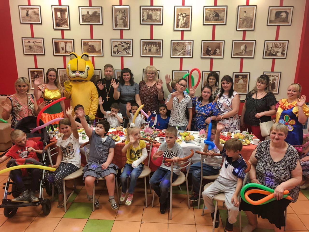 Провели праздник для детей-инвалидов в кафе Геоцентик
