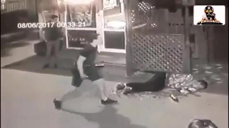 Русский парень отпиздил хача и его чернильницу