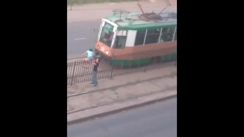 За чем же под трамвай?