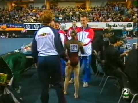 Elena Gómez Debrecen 2002 Ejercicio de suelo nota y medalla