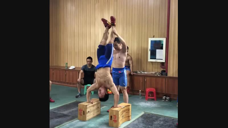 Deficit handstand push up performed by 61kg Qin Yanglin in Wuhan training base. Great accessory exercise for the jerk and should