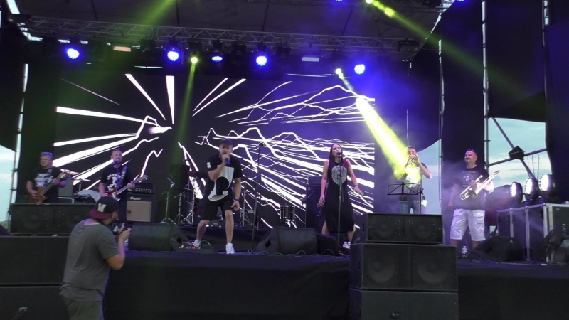 Decorum_band(live)